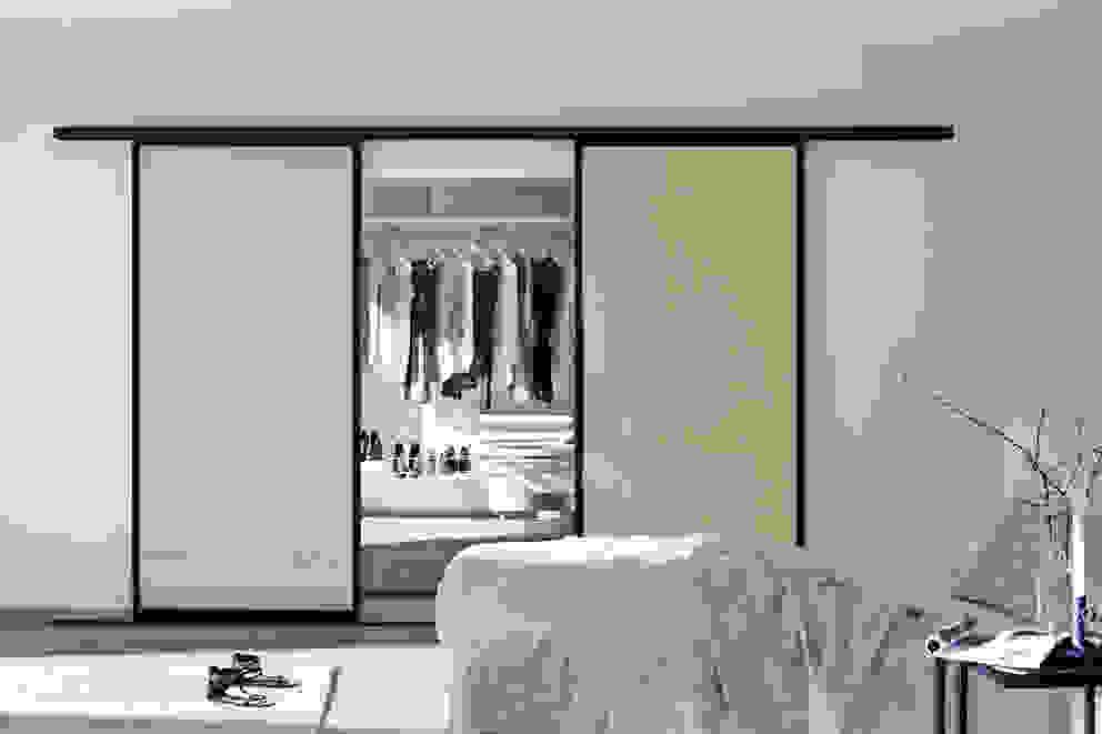 Closets  por Elfa Deutschland GmbH , Moderno Vidro