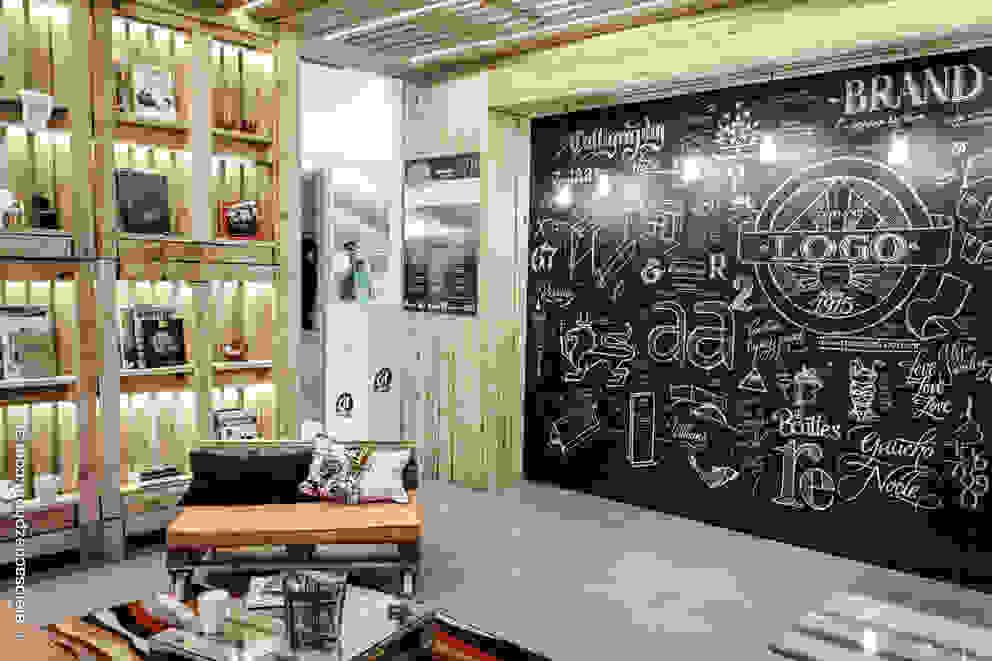 Studio in stile industriale di G7 Grupo Creativo Industrial Legno Effetto legno