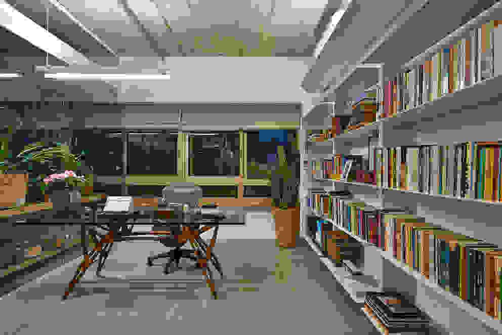 Apartamento Rua Pirapetinga - Piratininga Arquitetos + JPG.ARQ Escritórios minimalistas por Piratininga Arquitetos Associados Minimalista