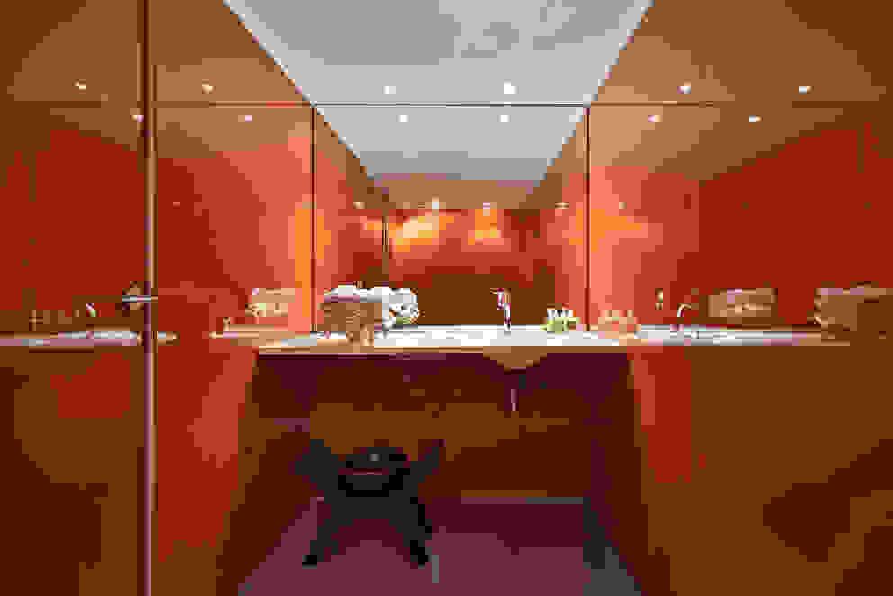 Lavabo Banheiros minimalistas por Piratininga Arquitetos Associados Minimalista