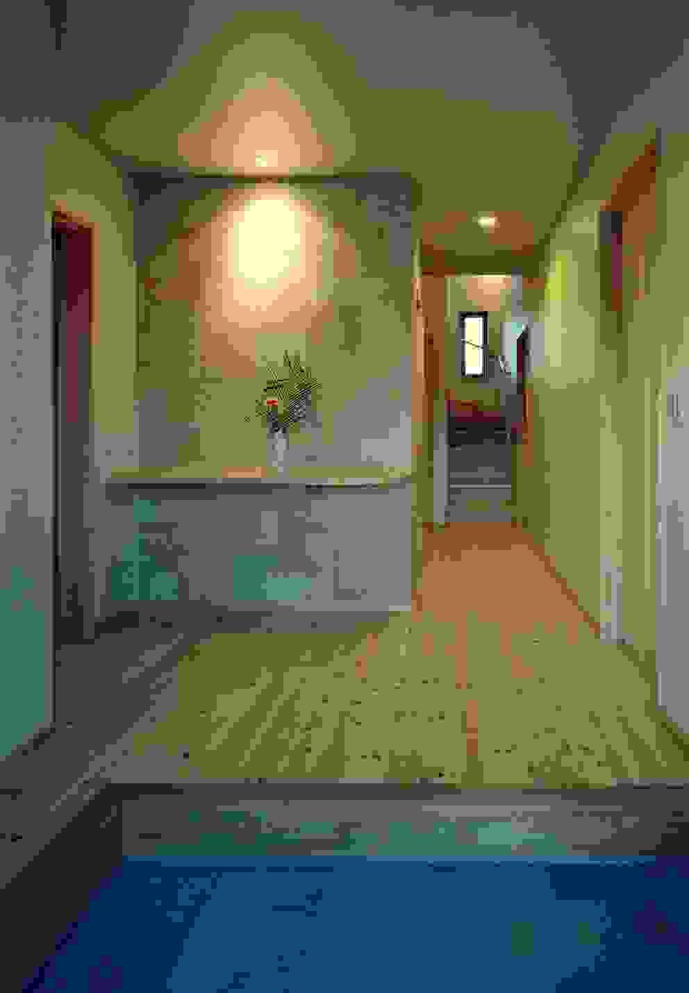 Ingresso, Corridoio & Scale in stile moderno di 小栗建築設計室 Moderno