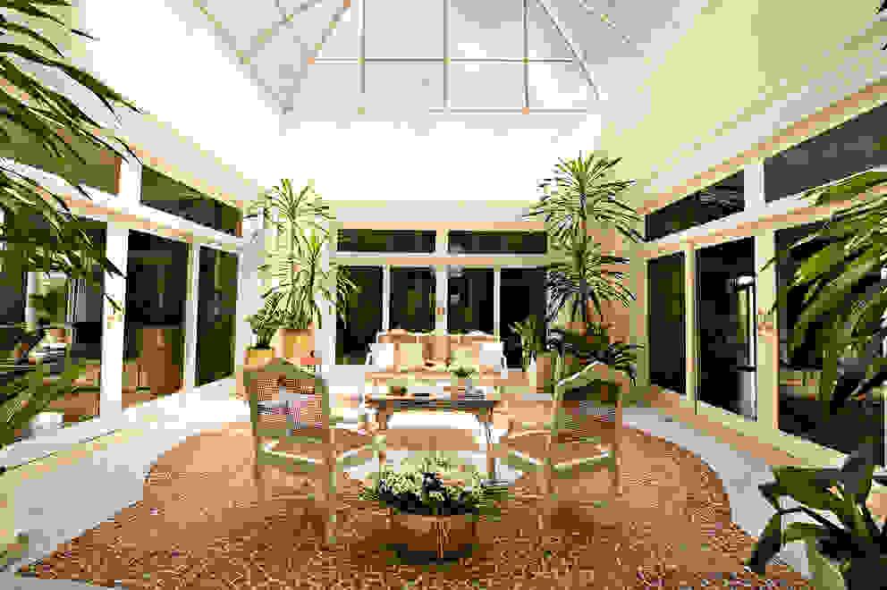 Casa do Interior de São Paulo Jardins de inverno clássicos por Two Design Clássico