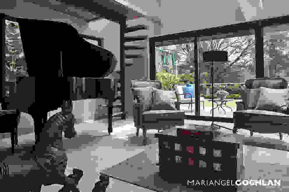 Salas de estar clássicas por MARIANGEL COGHLAN Clássico