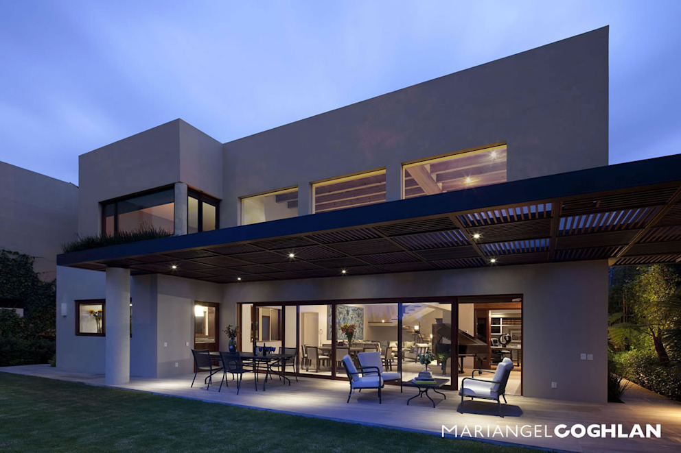 Varandas, alpendres e terraços modernos por MARIANGEL COGHLAN Moderno