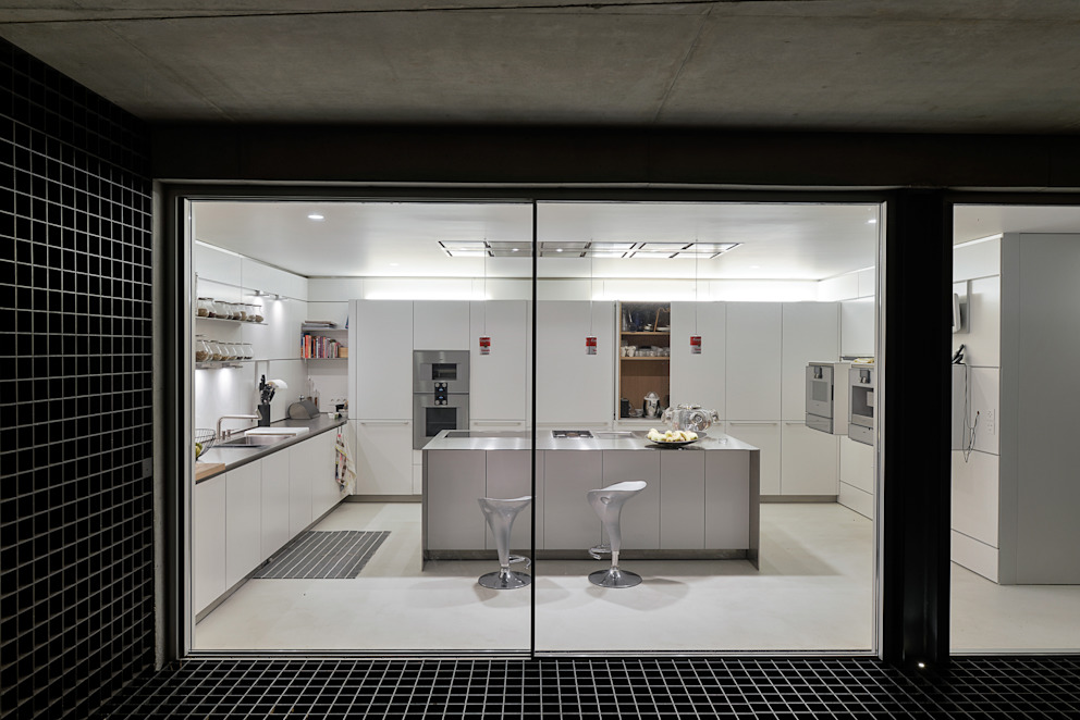 Cucina minimalista di guedes cruz arquitectos Minimalista