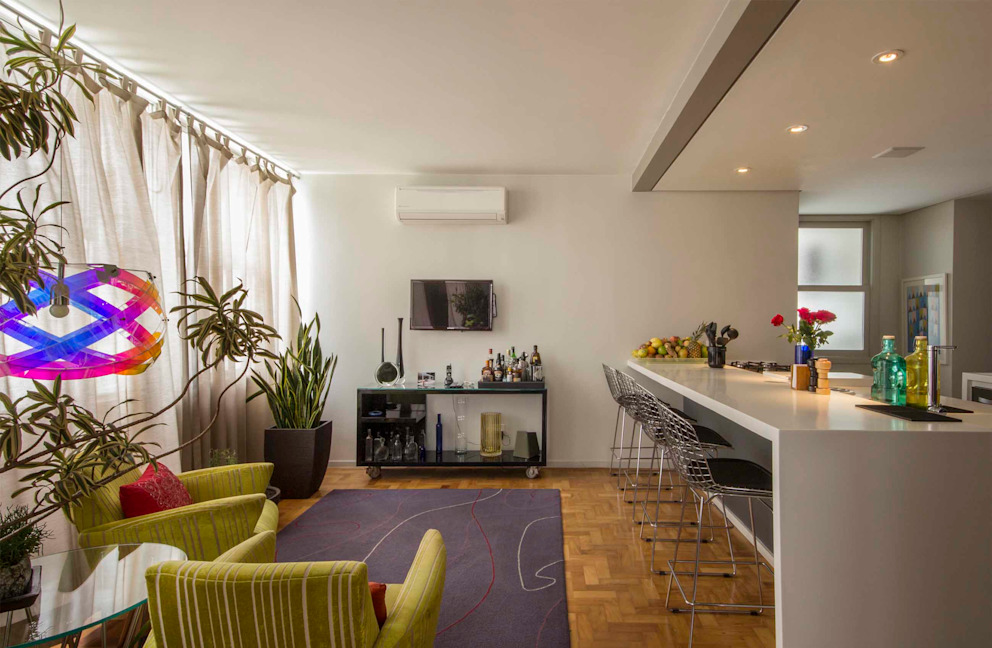 copa e cozinha, com pequena sala de tv Salas de estar modernas por acr arquitetura Moderno