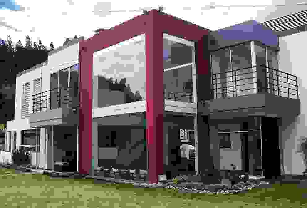Fachada zona social: Casas de estilo  por AV arquitectos, Moderno Concreto