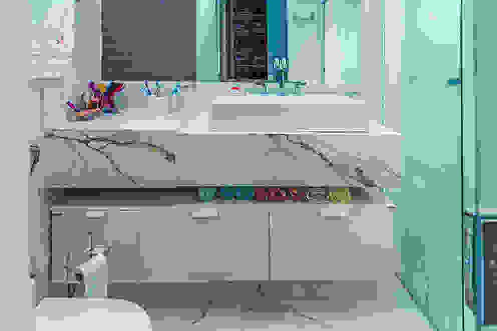 Integração Total: Banheiros  por ADRIANA MELLO ARQUITETURA