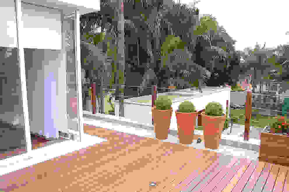 Terrace by MONICA SPADA DURANTE ARQUITETURA