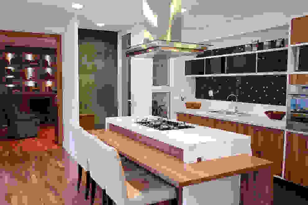 Kitchen by MONICA SPADA DURANTE ARQUITETURA