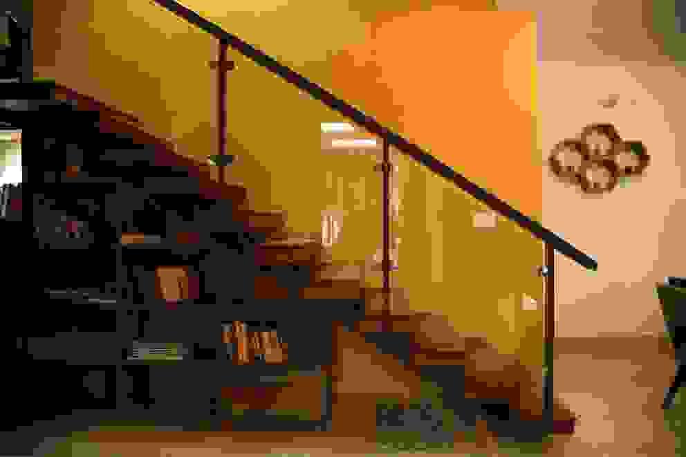 Ingresso, Corridoio & Scale in stile moderno di Aayam Consultants Moderno
