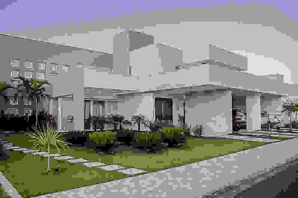 Residência HCF Casas modernas por A/ZERO Arquitetura Moderno