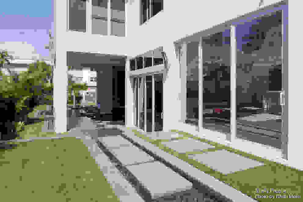 Chibi Moku Architectural Films Modern home Concrete White