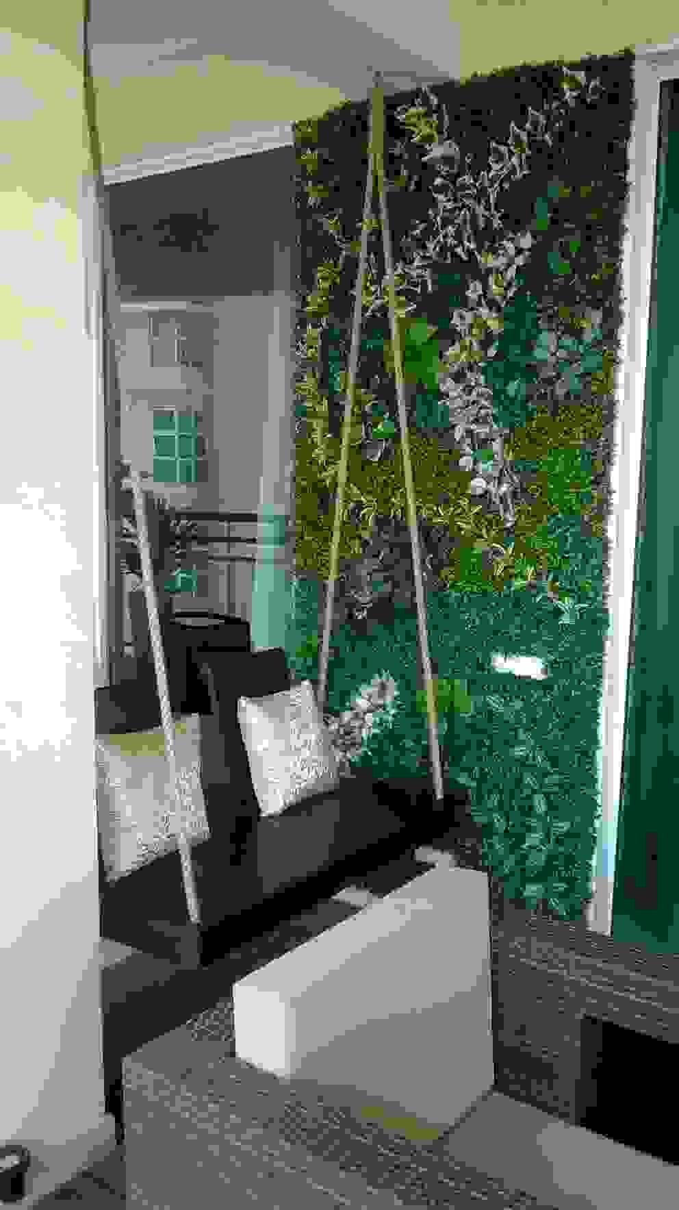 Green Wall Grecor Front yard
