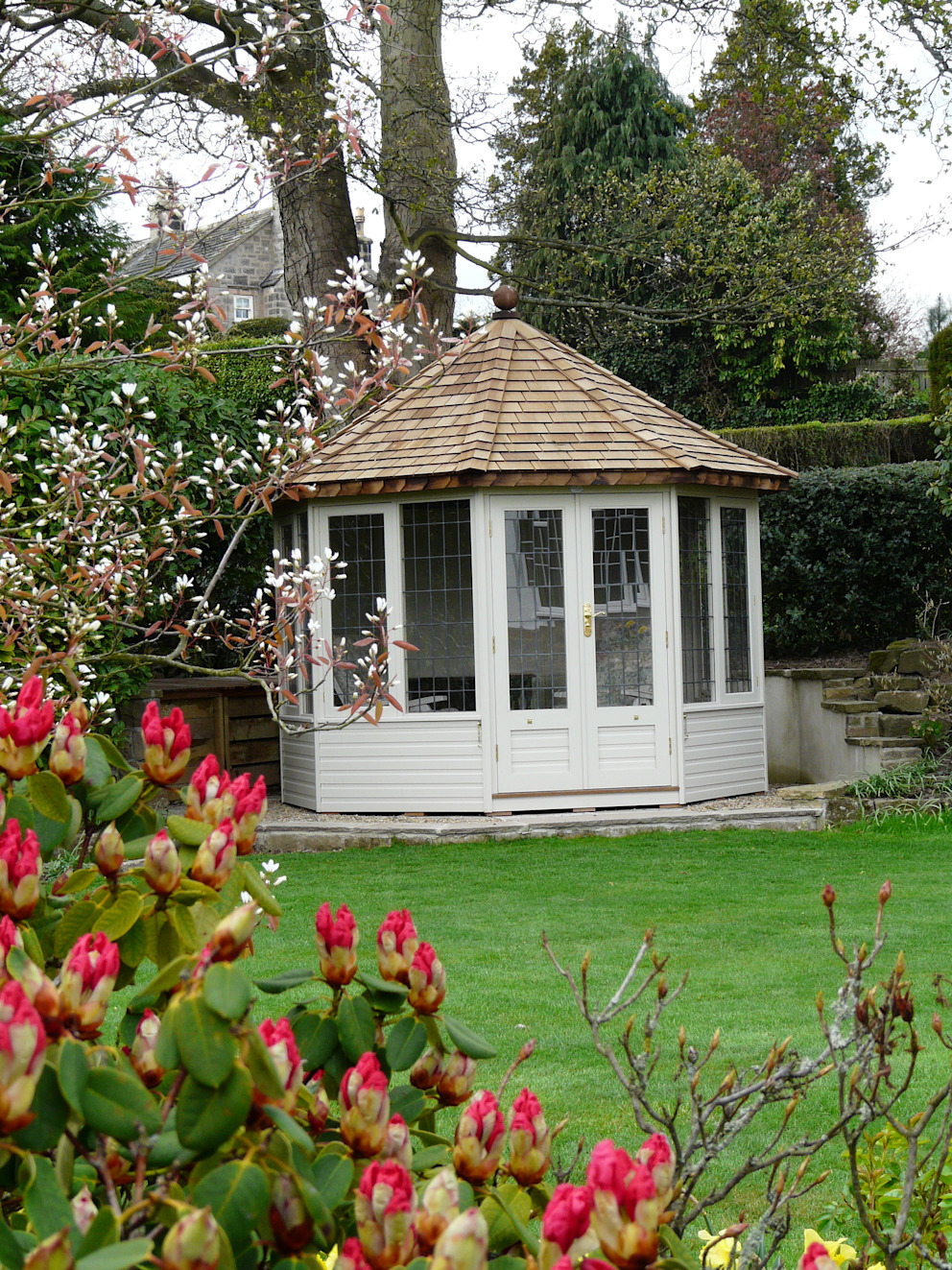 Thw Wraysbury Summerhouse Chelsea Summerhouses Ltd Classic style garden