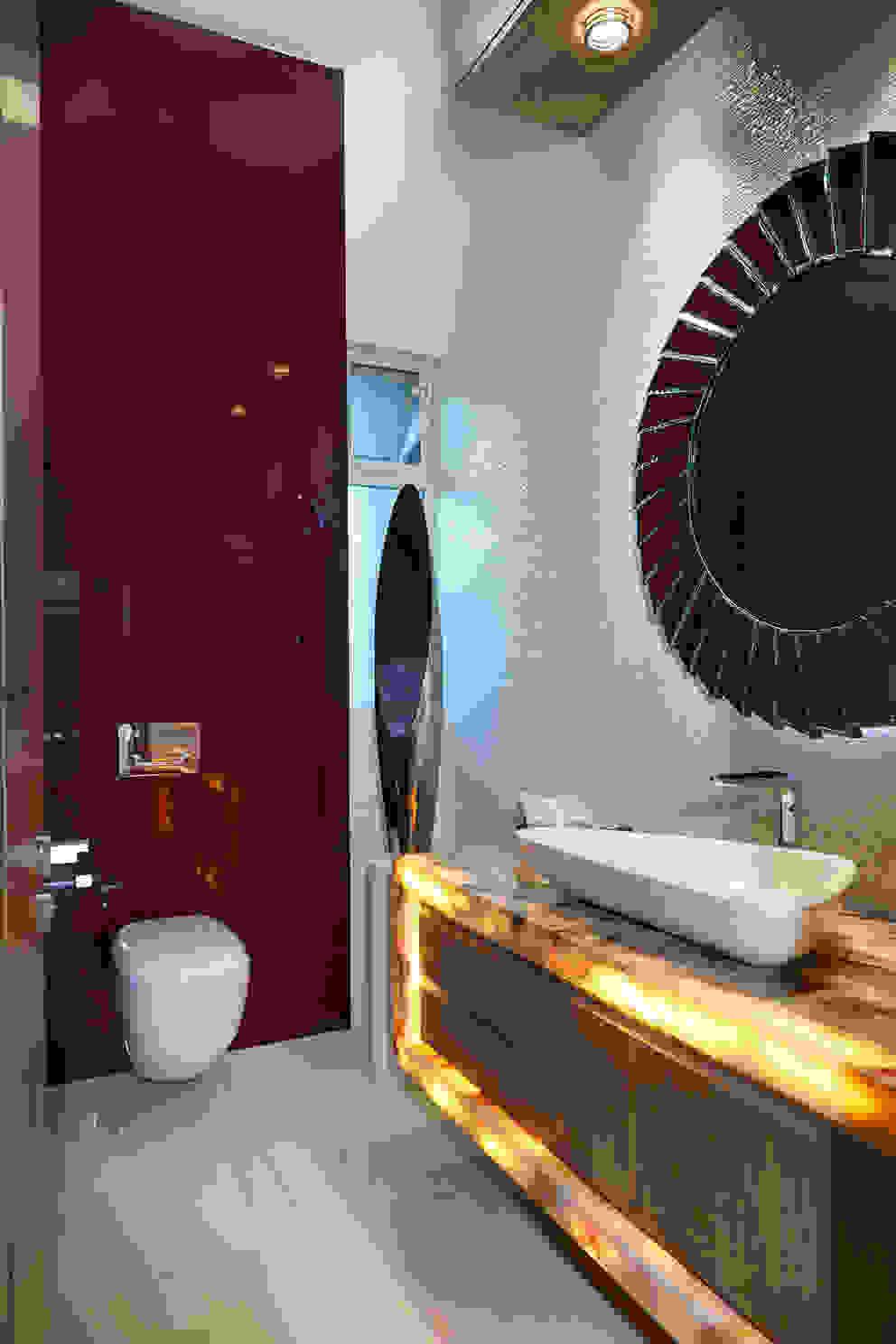 baño recibidor Baños modernos de arketipo-taller de arquitectura Moderno