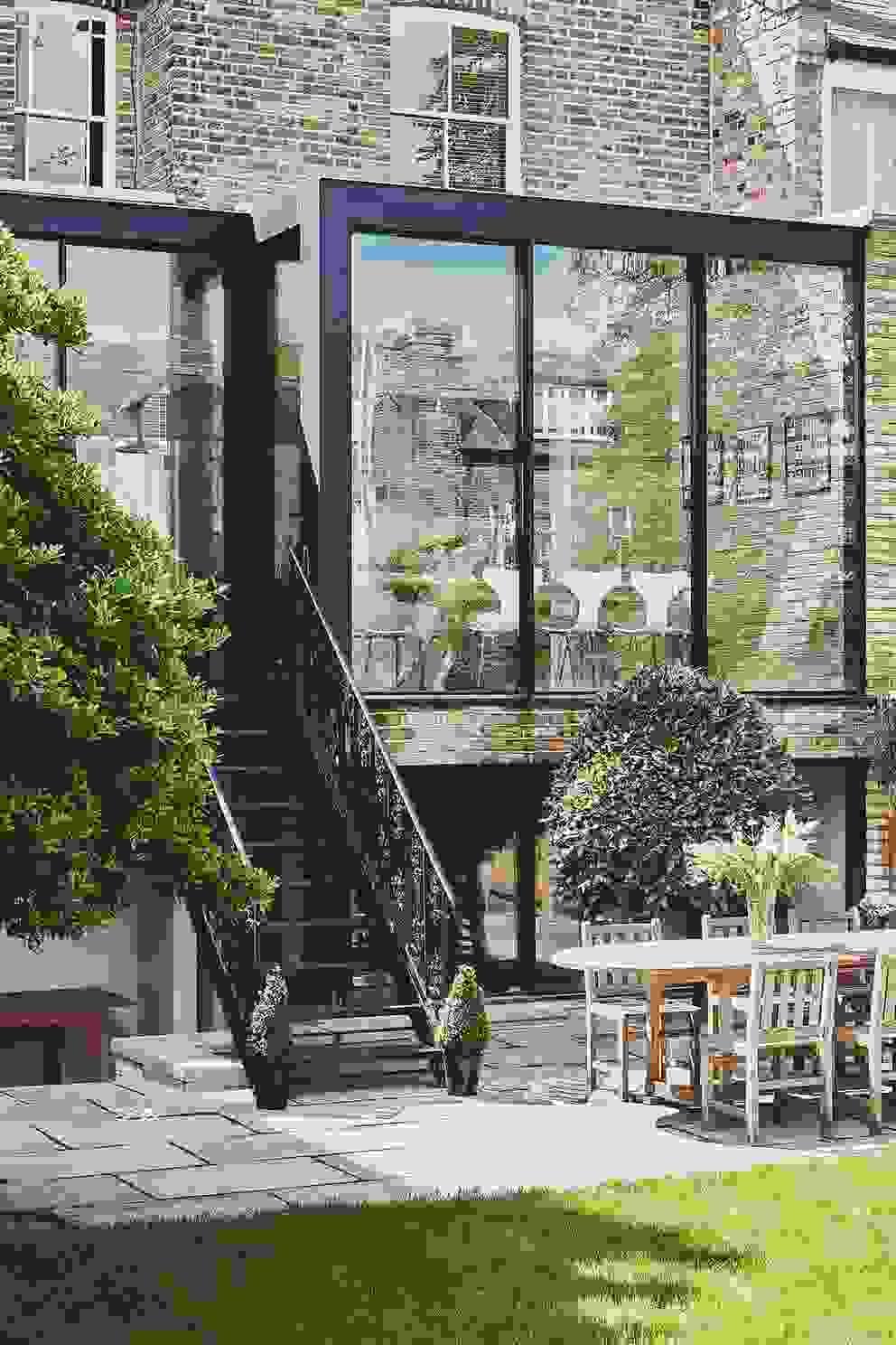 Gauden Road IQ Glass UK Basement windows Aluminium/Zinc Black