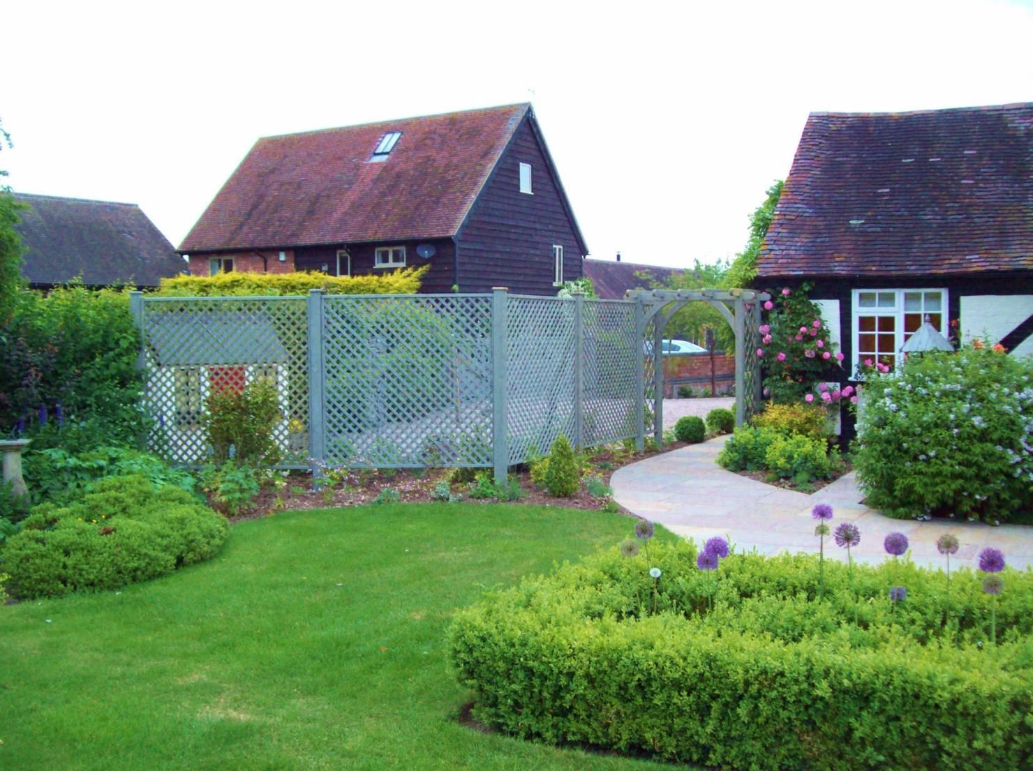 10 Ideen für Gartenzäune, bei denen deine Nachbarschaft Augen machen wird