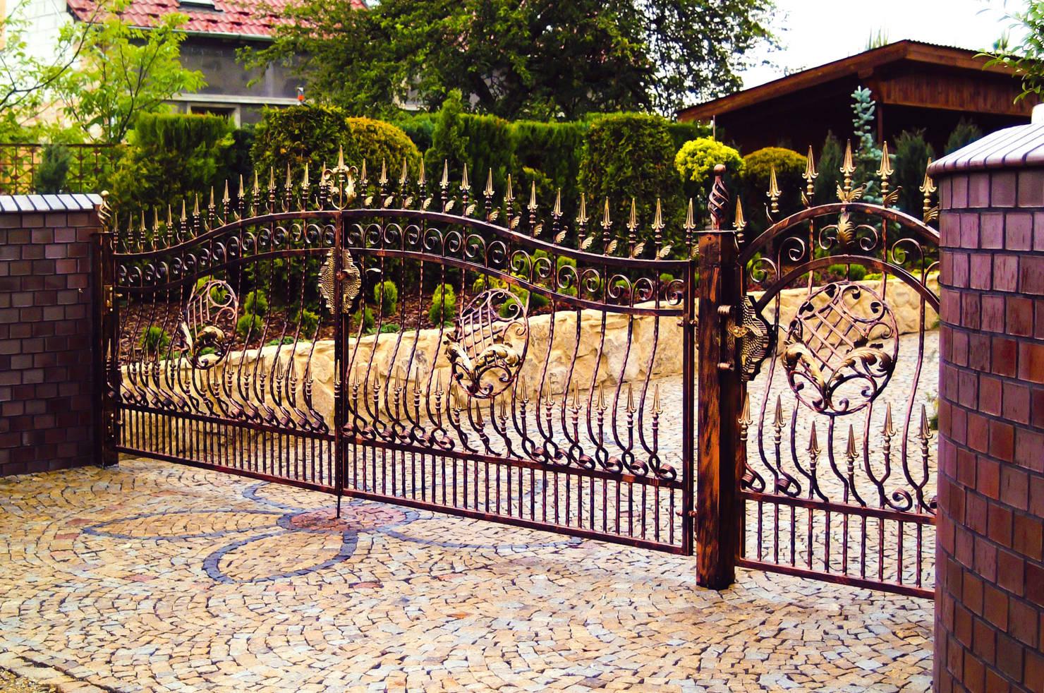 Красивые кованые заборы для вашего дома