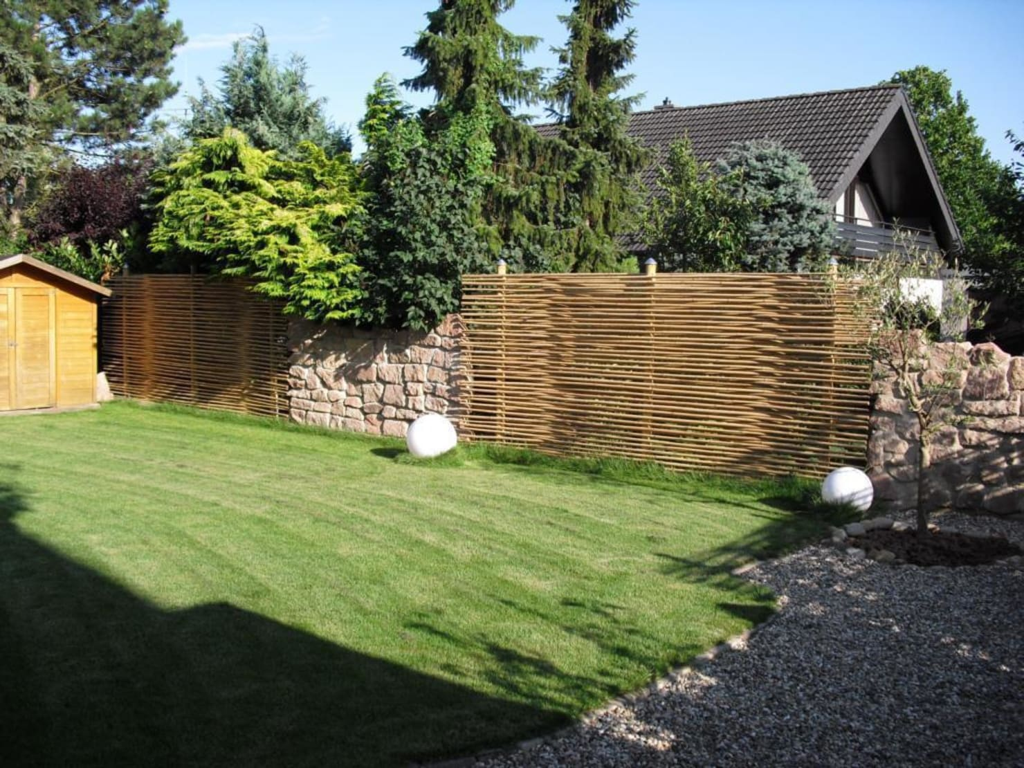 23 cheap but effective (and stylish) garden fence ideas
