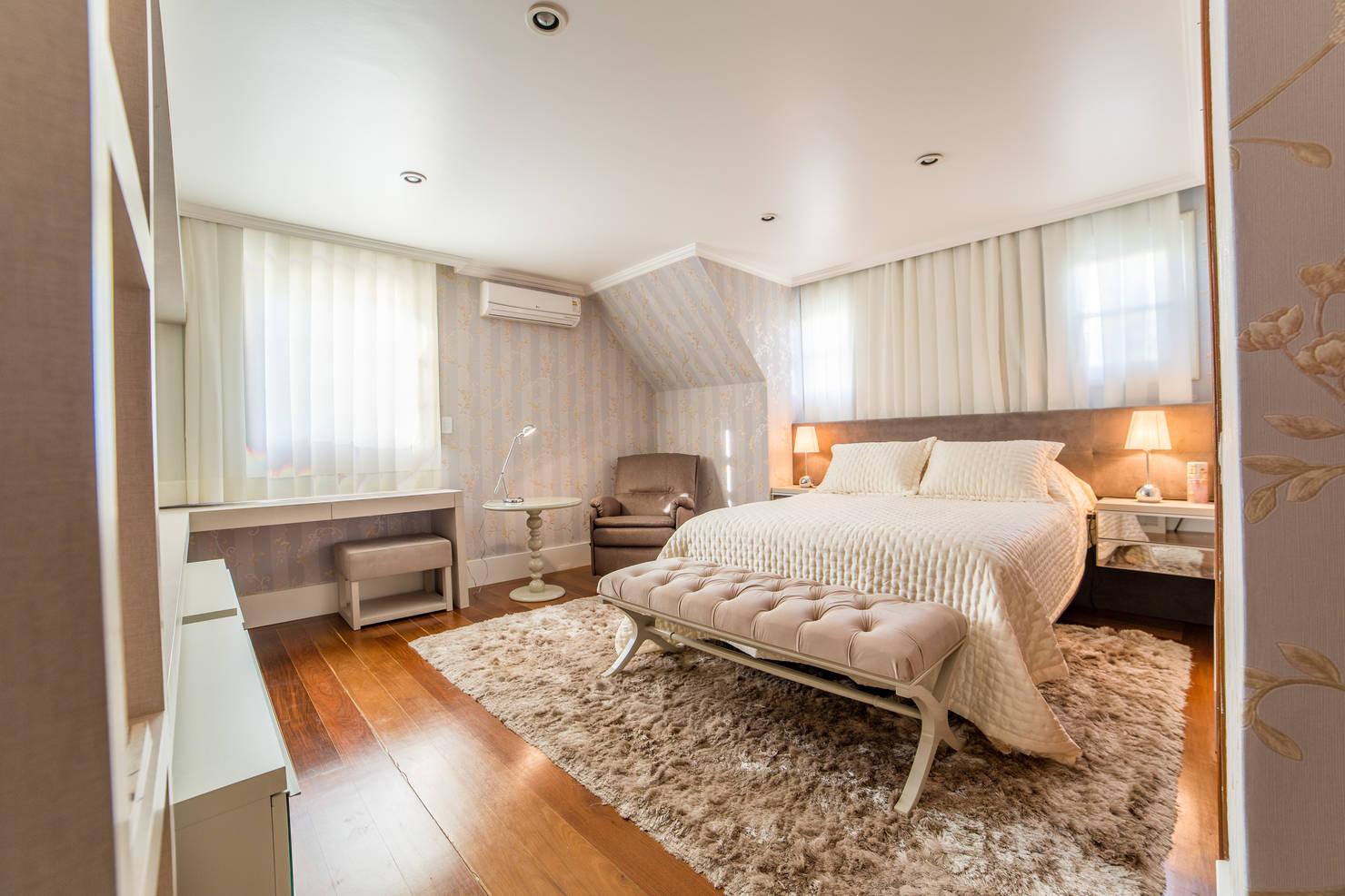 Dormitórios de casal: 14 ideias com cores neutras na decoração