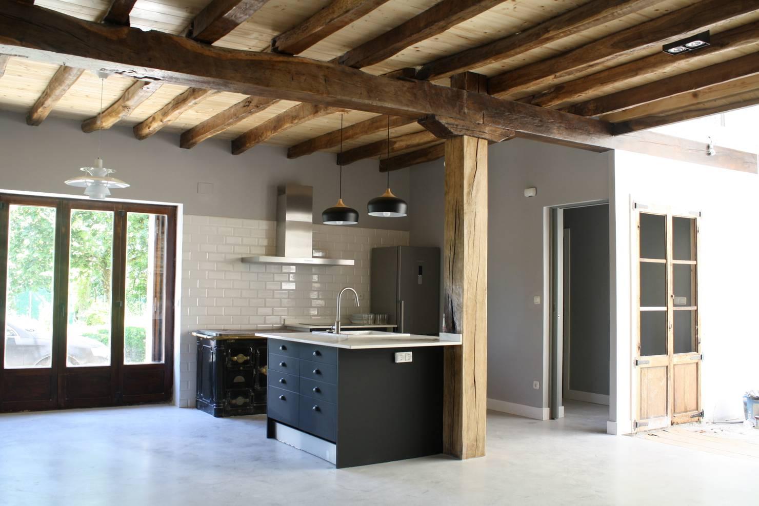 Деревянные балки на потолке: 10 интересных интерьеров