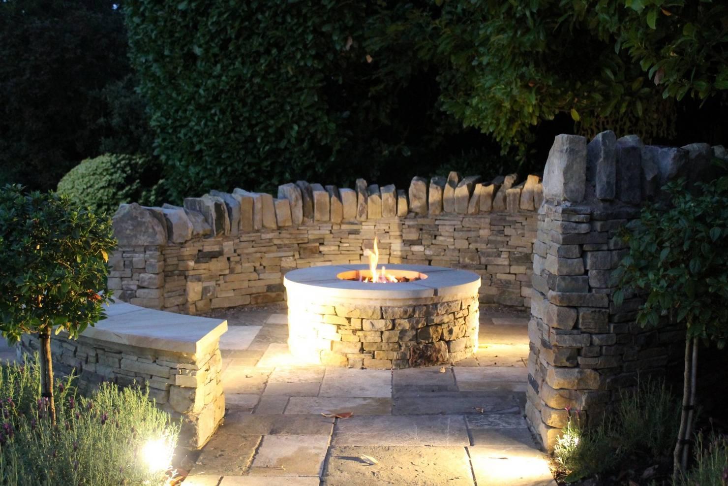 Es wird heiß! 10 atemberaubende Feuerstellen für den Garten