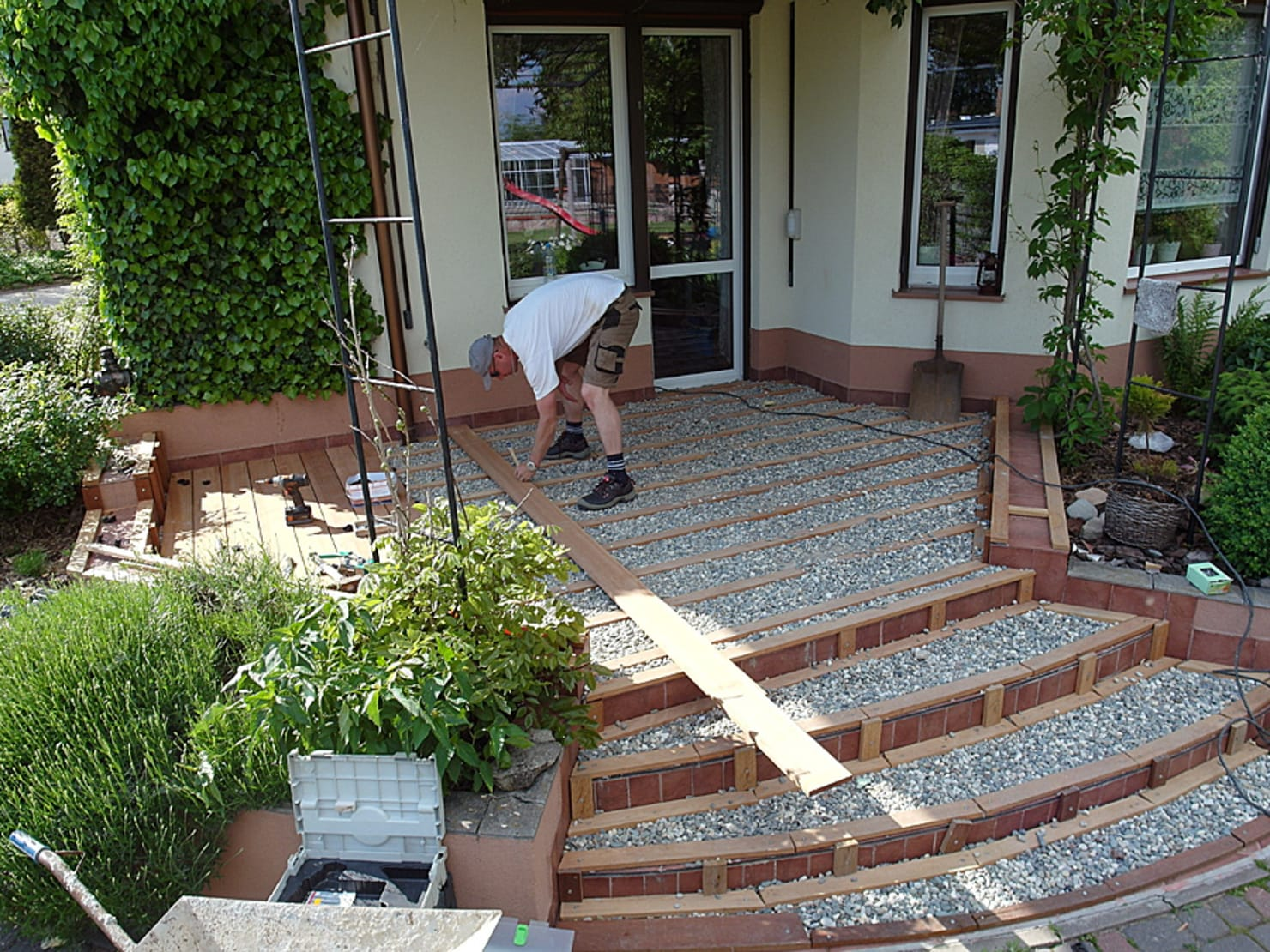 Home improvement: 8 steps to your own wooden deck