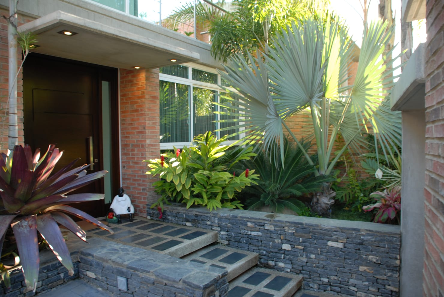 Landscaping: 12 ways to build a pathway