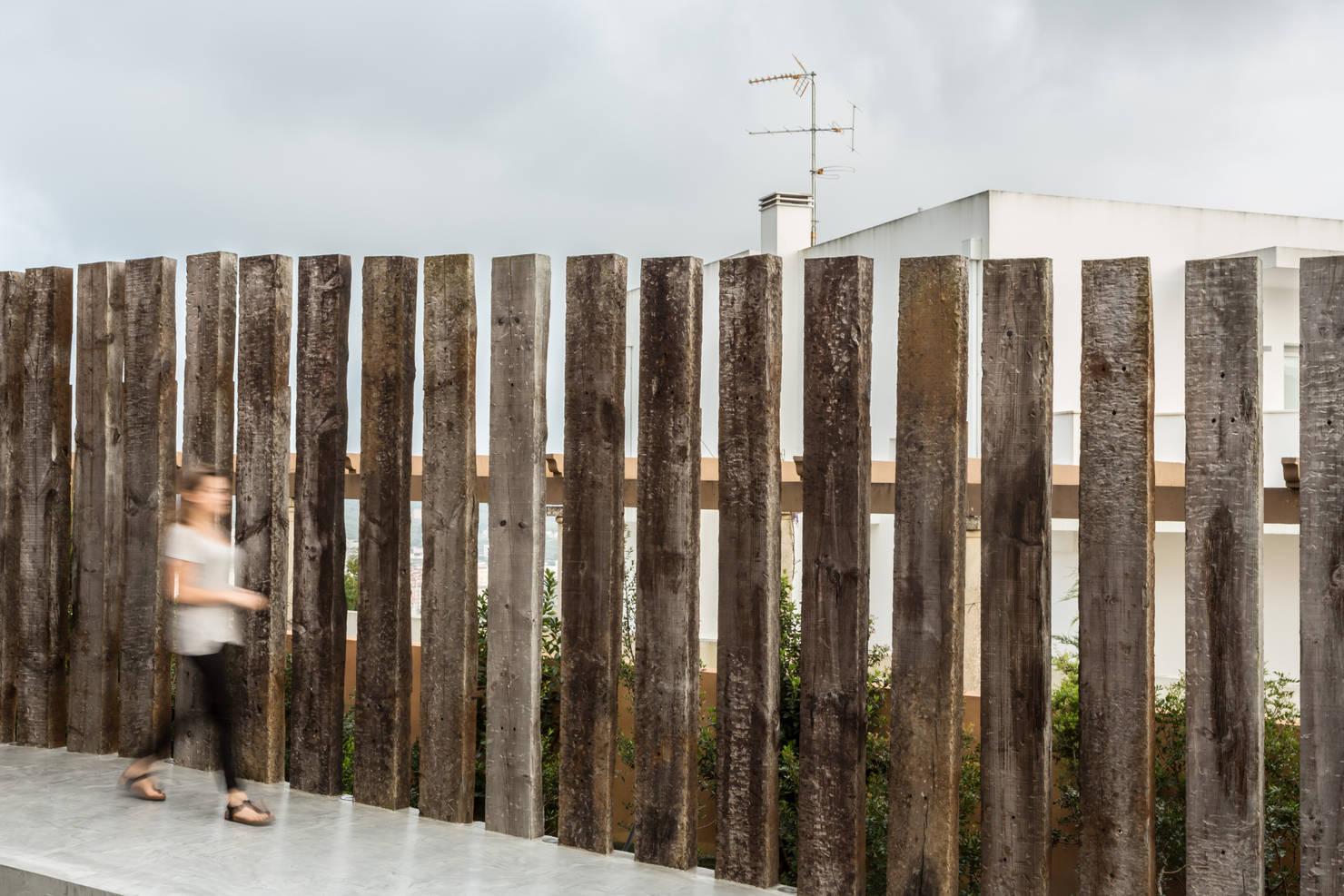 такие забор из шпал фото нягани