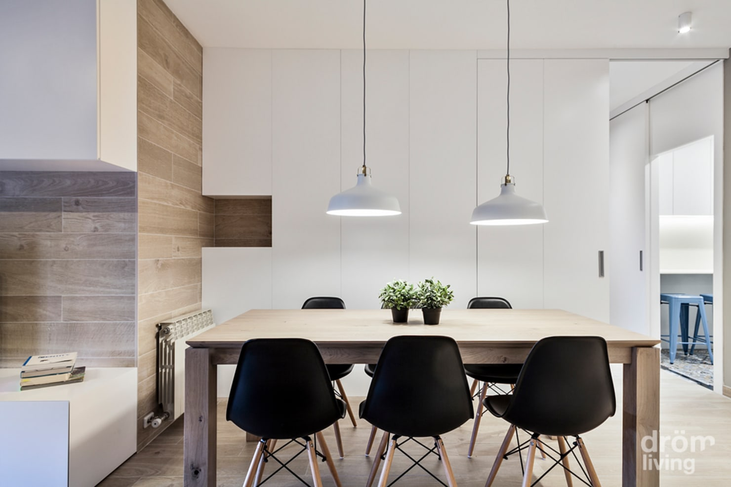 How do I choose chairs to go with my dining table?
