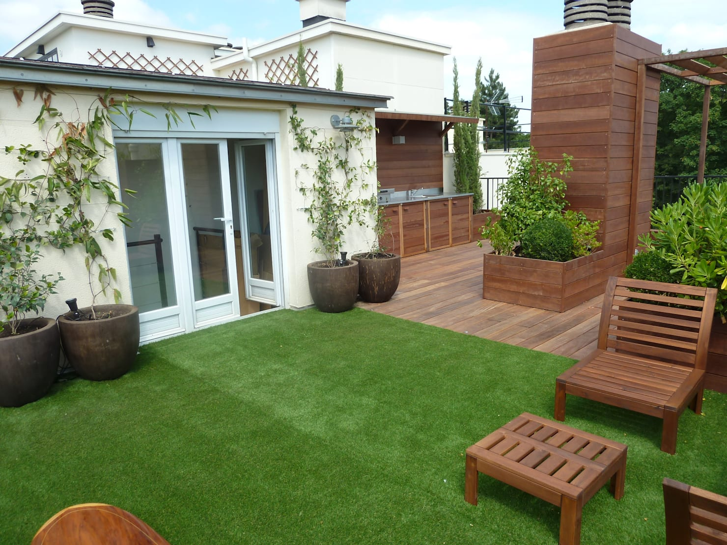 15 very real ways to use artificial grass in your garden