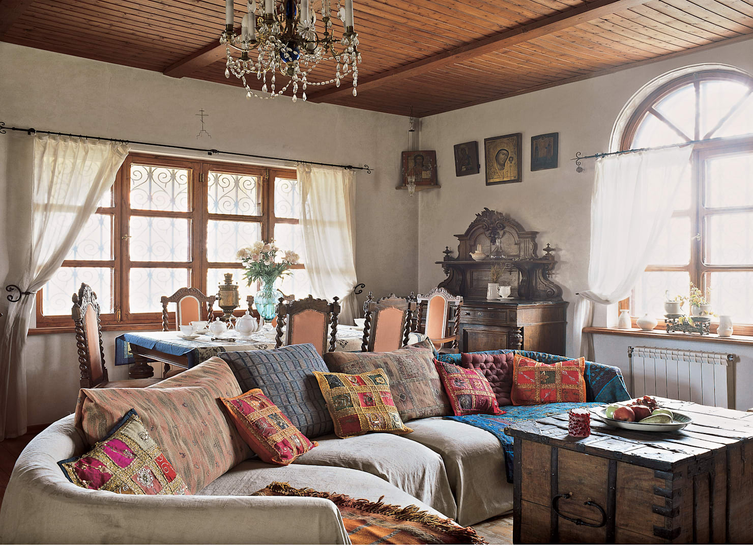 Get comfy with the vintage charm!
