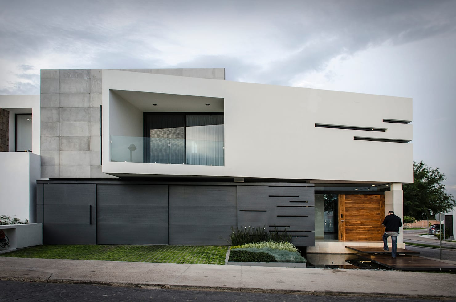 A fascinating home that's as bold as it is contemporary!