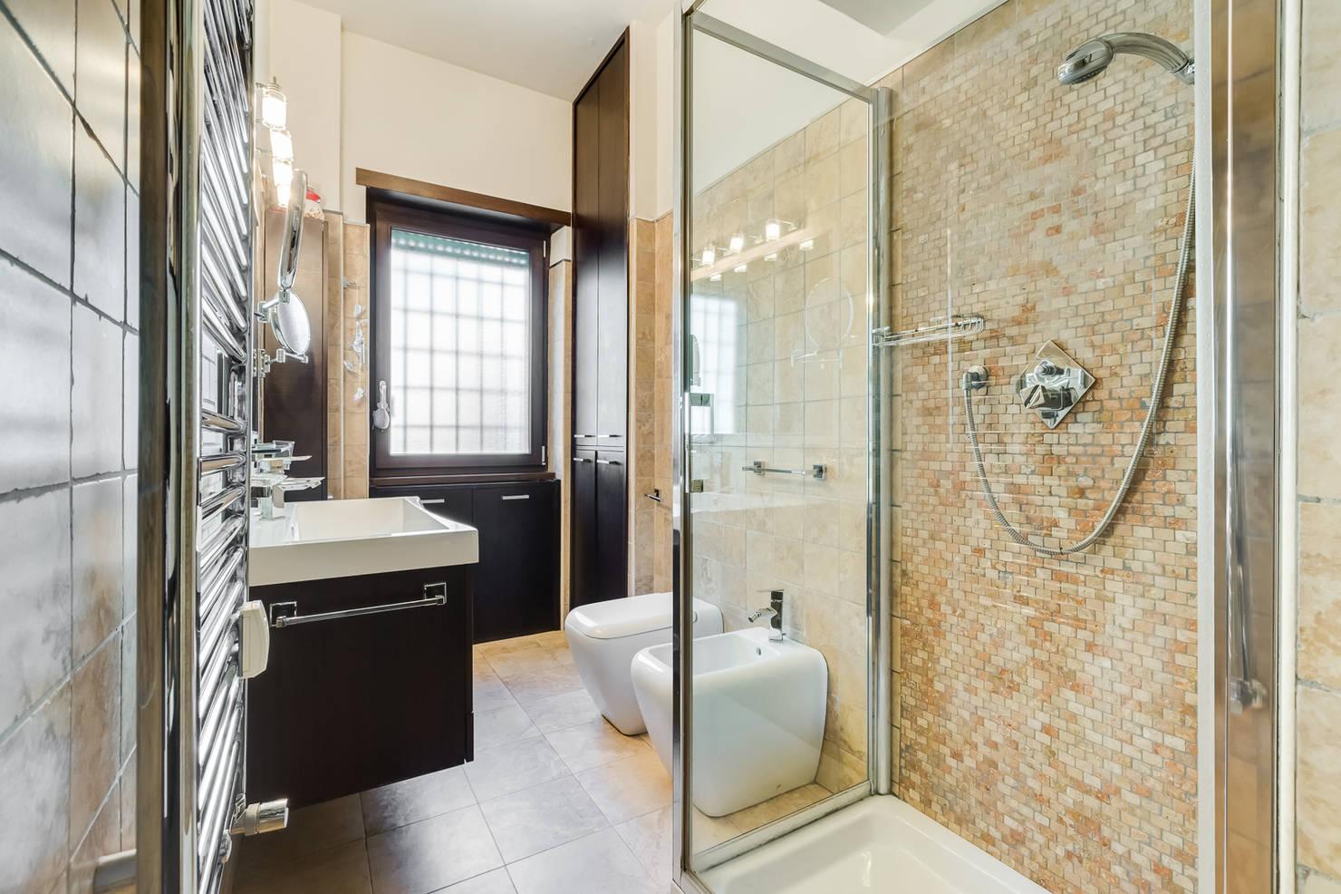 45 baños modernos con ducha que te encantarán