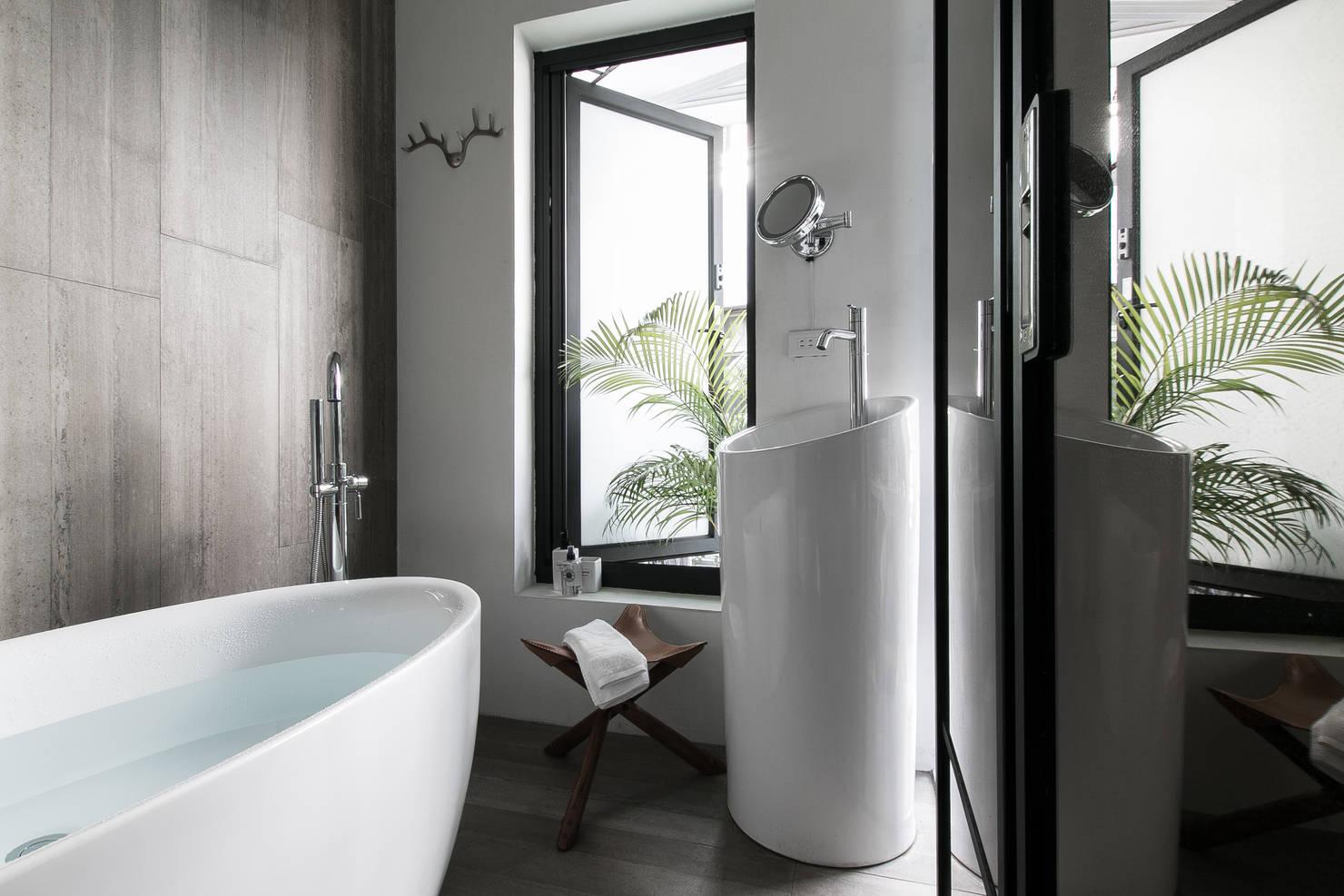 10 amazing bathrooms with bathtubs