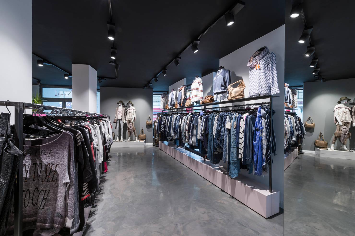 Interior Designer aus Düsseldorf gestaltet coolen Fashionshop