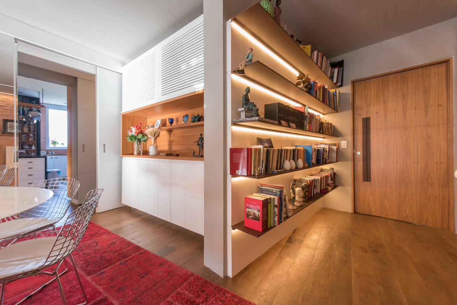 Appartamento Spettacolare con Arredi su Misura e Porte Scorrevoli