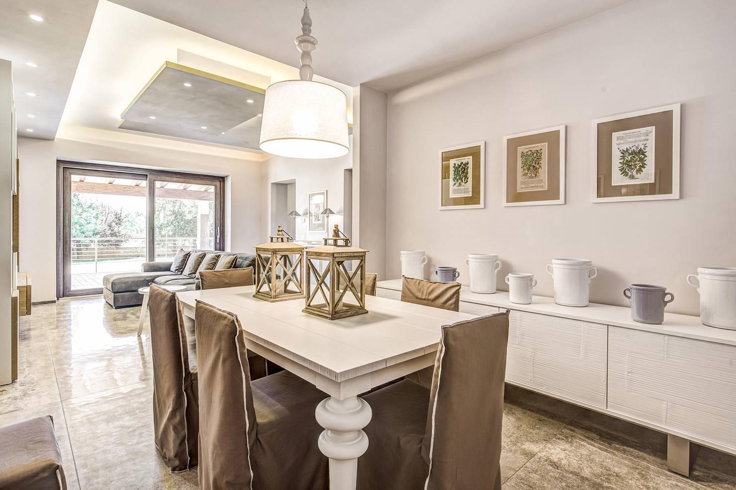 Un espectacular apartamento moderno con aires shabby chic