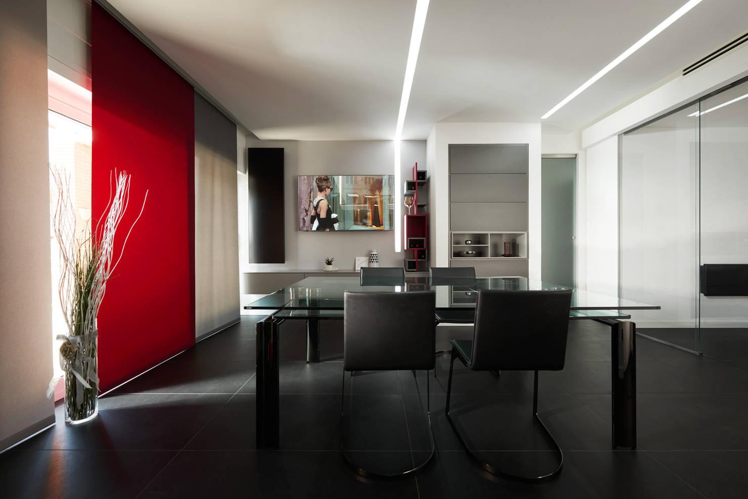 Uno Splendido Appartamento dai Contrasti Decisi a Roma Eur