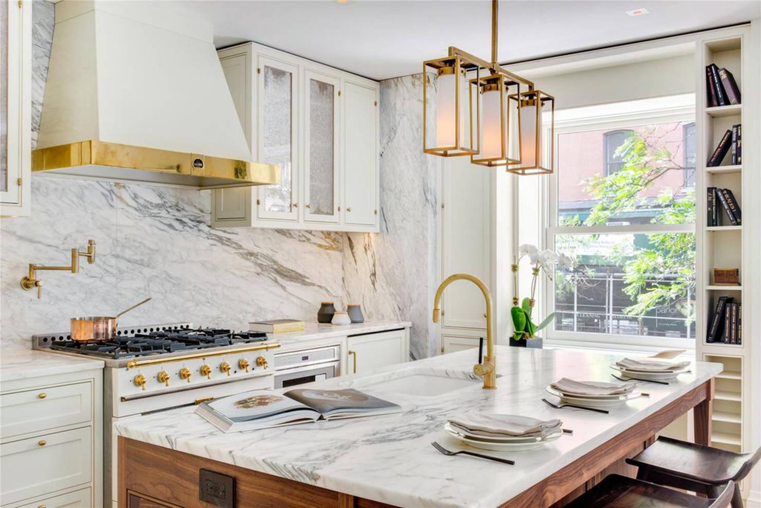 Белый и золотой в дизайне кухни: гламурный шик