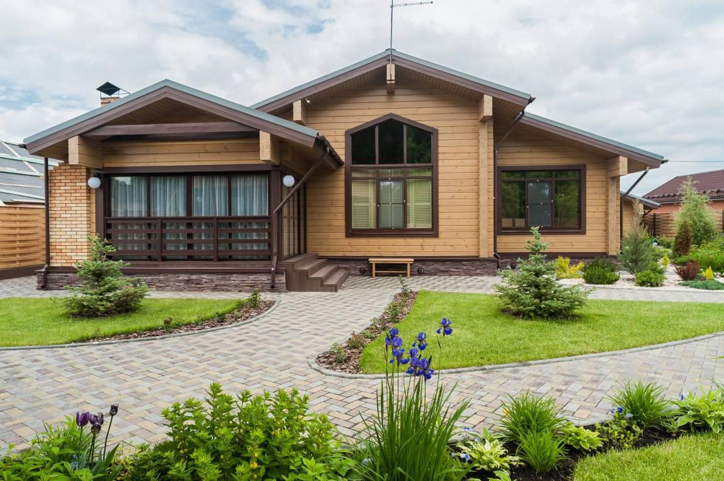 Деревянный дом в стиле кантри