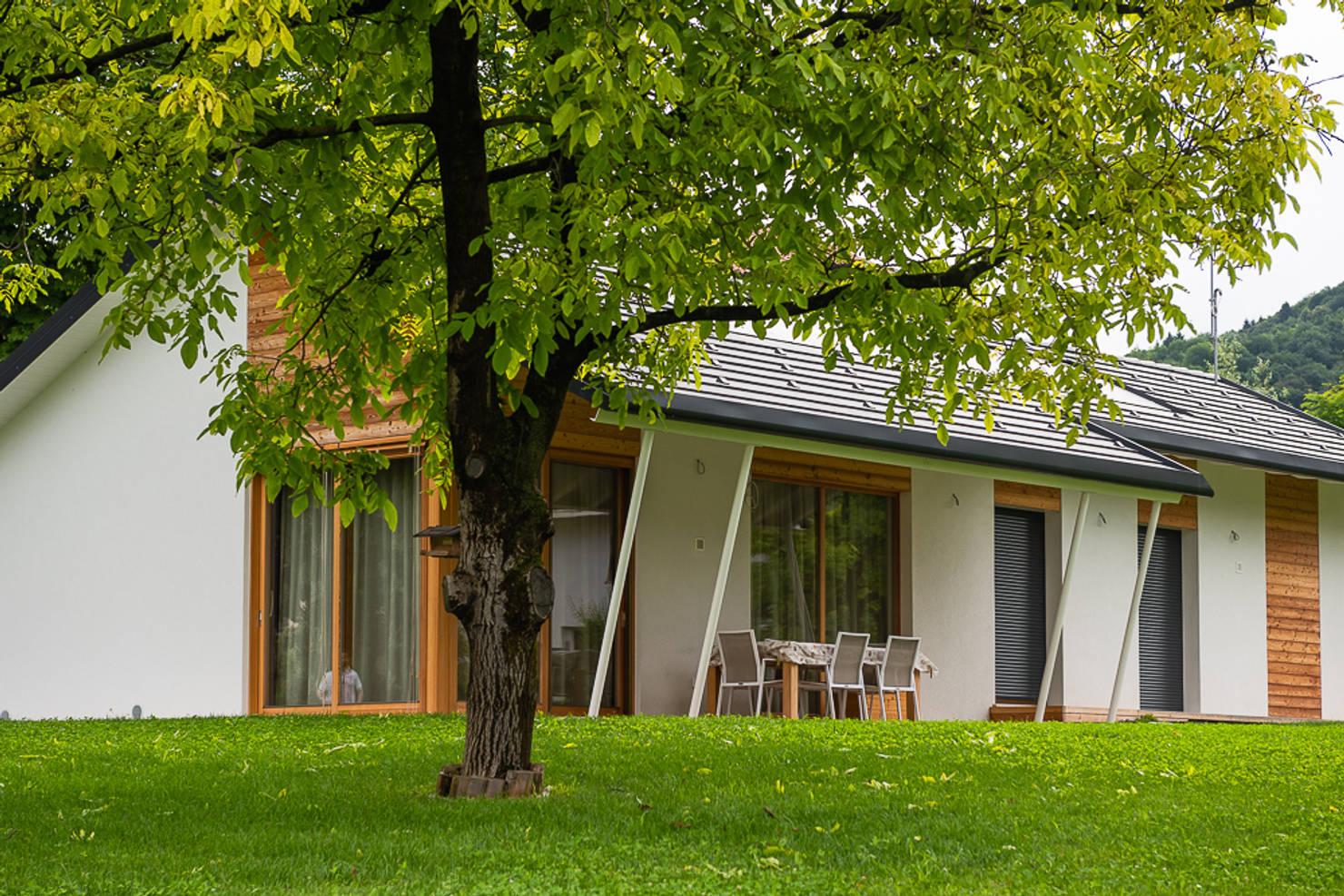 На фото - Проект одноэтажного дома с тремя спальнями за 2,2 млн рублей