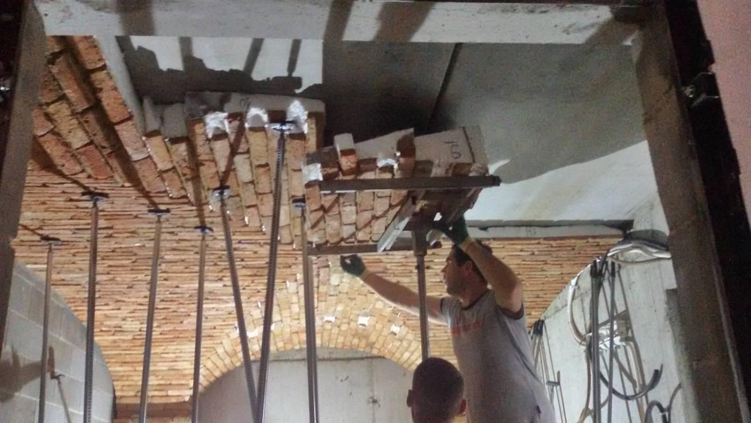 Recupero edilizio di cantine e garage trasformate in cantine di conservazione e degustazione a Milano