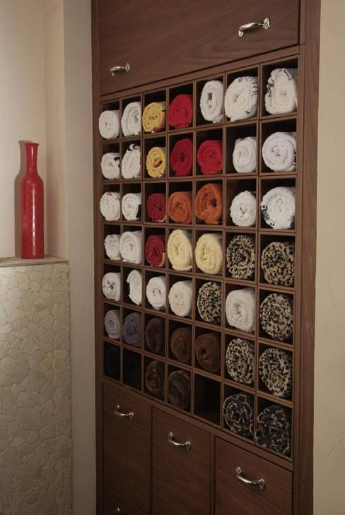 Salle de bain de style  par Die Tischlerei Hauschildt