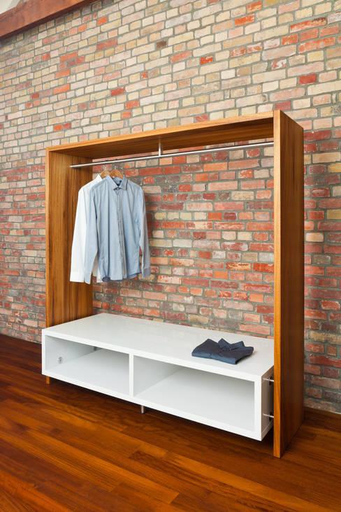 Chambre de style  par Die Möbel Manufaktur