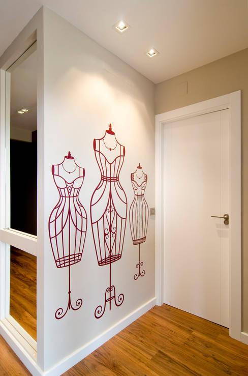 Paredes y pisos de estilo  por Blank Interiors