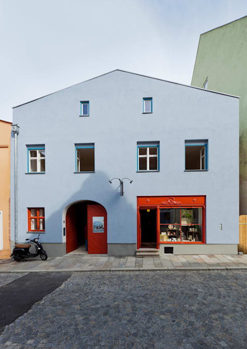 Ansicht Vorderhaus:  Ladenflächen von Peter Haimerl . Architektur