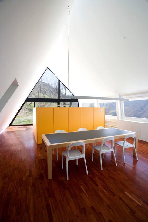 غرفة السفرة تنفيذ Cadaval & Solà-Morales