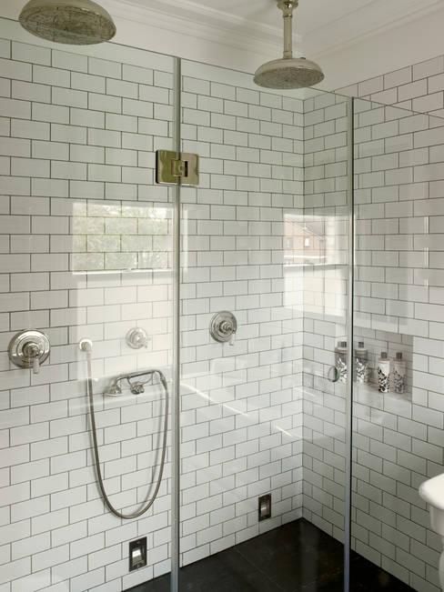 Salle de bains de style  par LEIVARS